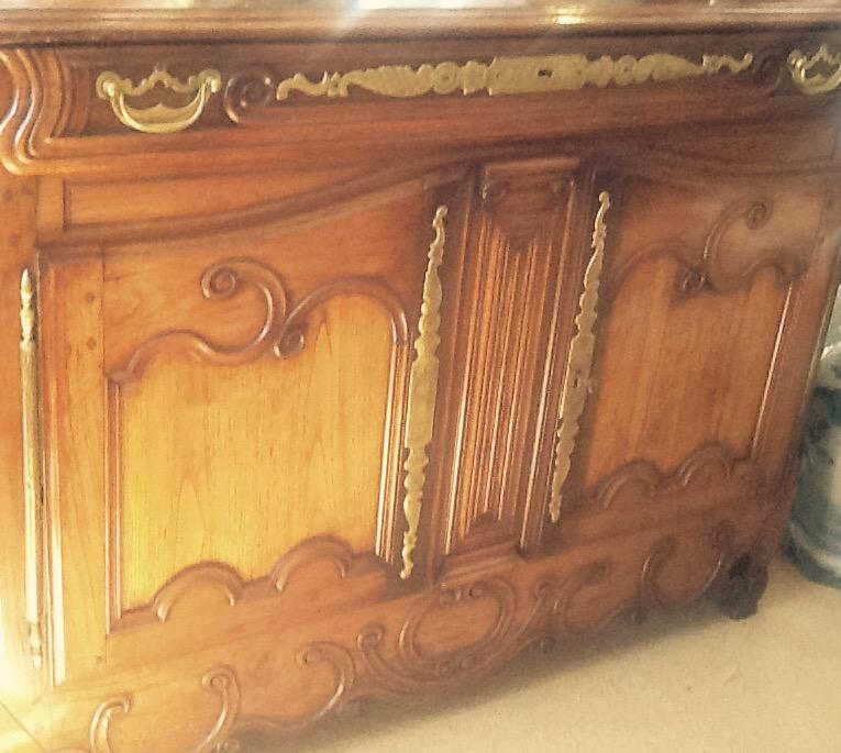 18th century Chestnut Buffet